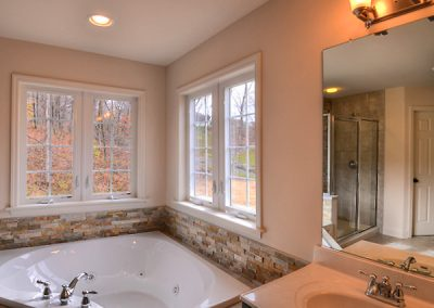 PRESTON II Collection - The Estates at Canterbury Crossing Model Master bath tub