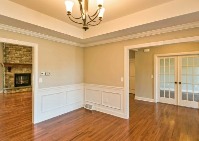dining room with tray ceiling and wall moldings